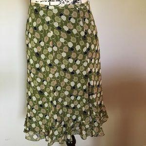 LOFT floral skirt with tiered hem. Olive green.